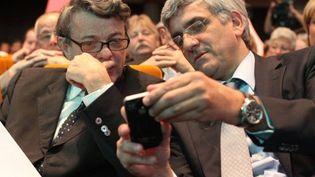 Jean-Louis Borloo (à gauche) en train de discuter avec le leader du Nouveau centre (et ancien ministre), Hervé Morin (AFP - THOMAS SAMSON)