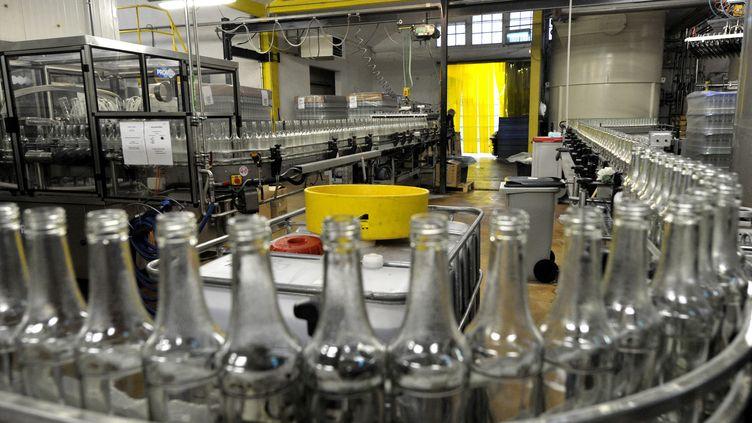L'usine d'embouteillage des sirops Monin. L'entreprise réalise le tiers de son chiffre d'affaires aux États-Unis. (STEPHANIE PARA / MAXPPP)
