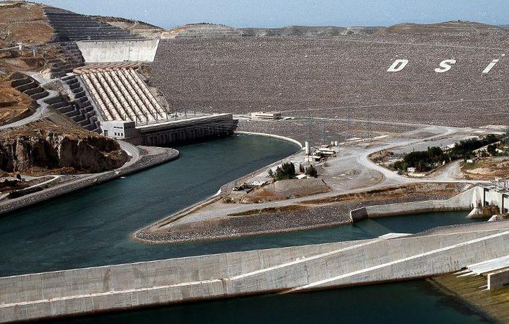 Barrage Atatürk achevé en 1992, pièce maîtresse du projet turc de construction de 21 barrages et de 16 centrales hydrauliques. (AFP/Albert Arnaud /biosphoto)