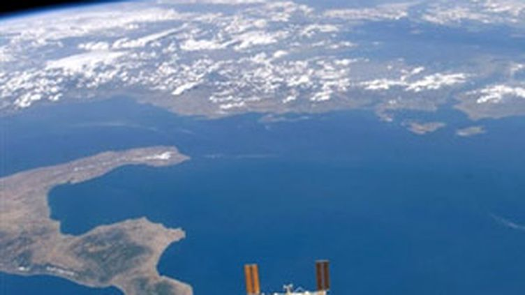 La station spatiale ISS survolant la Terre (© France 3 Normandie)