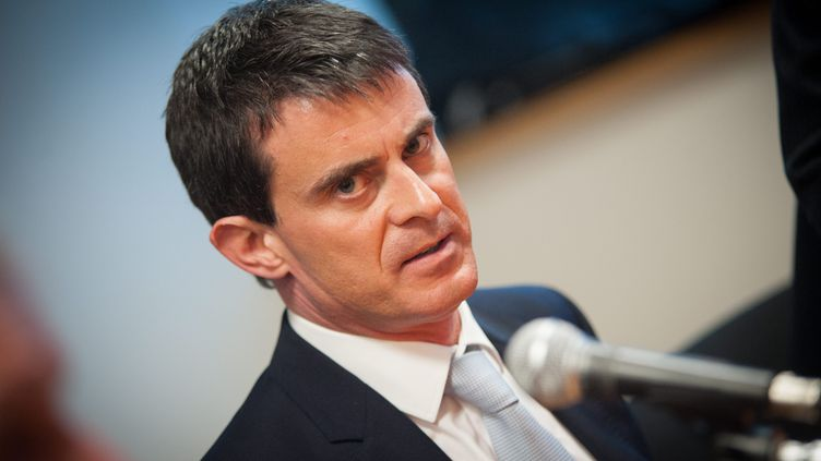 Manuel Valls, le Premier ministre, visite l'usine Peugeot à Sochaux (Doubs), le 5 février 2015. (  MAXPPP)