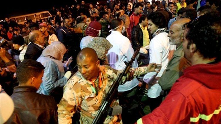 Des civils libyens fuyant les combats à Misrata arrivent à Benghazi, le 18 avril 2011. (AFP/MARWAN NAAMANI)