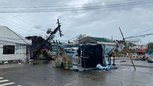 Des dégâts provoqués par le typhon Phanfone aux abords de l'aéroport international de Kalibo, le 25 décembre 2019. (COURTESY OF JUNG BYUNG-JOON / AFP)