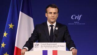 Emmanuel Macron prononce un discours à l'occasion du dîner du Crif, le 20 février 2019 à Paris. (LUDOVIC MARIN / AFP)