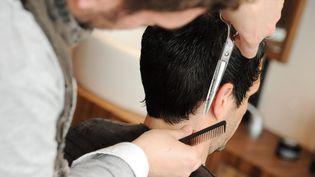 Les salons de coiffure vont pouvoir rouvrir dès ce samedi 28 novembre. (NICOLAS BARREAU / MAXPPP)