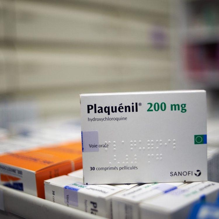 Une boîte de Plaquénil, un médicament contre le paludisme à base d'hydroxychloroquine, photographié dans une pharmacie de Toulouse le 7 avril 2020. (ALAIN PITTON / AFP)