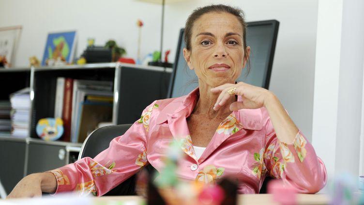 La présidente de l'INA, Agnès Saal, pose dans son bureau, le 31 juillet 2014 à Bry-sur-Marne (Val-de-Marne). (DOMINIQUE FAGET / AFP)