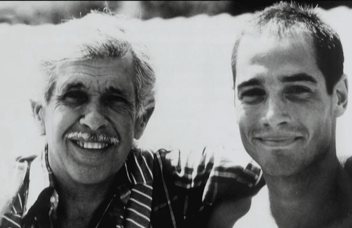 Jacques Mayol aux côtés de l'acteur Jean-Marc Barr, qui l'incarnait à l'écran  (Mayol family archive)