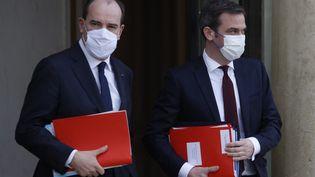 Le Premier ministre Jean Castex et le ministre de la Santé Olivier Véran à l'Elysée, à Paris, le 15 avril 2021. (LUDOVIC MARIN / AFP)