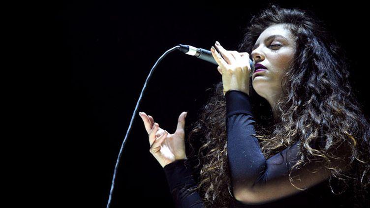 """La jeune chanteuse néo-zélandaise Lorde, nominée aux Grammy Awards, notamment pour sa chanson """"Royals"""".  (Kevin Winter/Getty Images for Radio.com/AFP)"""