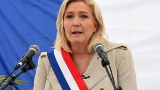 Marine Le Pen, présidente du Rassemblement national, prononce un discours lors d'une cérémonie marquant le 76e anniversaire de la fin de la Seconde Guerre mondiale, le 8 mai 2021, à Henin-Beaumont (Pas-de-Calais). (FRANCOIS LO PRESTI / AFP)