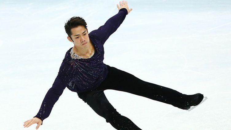Le patineur japonais Daisuke Takahashi sur la glace de Sotchi lors des JO (CHRISTIAN CHARISIUS / DPA)