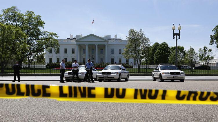 Les mesures de sécurité ont été renforcées autour de la Maison Blanche, à Washington (Etats-Unis),depuis les attentats de Boston du 15 avril 2013. (JONATHAN ERNST / REUTERS)