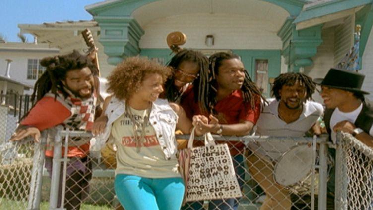 """Capture d'écran du clip """"Rayon de soleil"""", numéro 1 du Top Singles de l'été 2008. (WARNER MUSIC FRANCE)"""