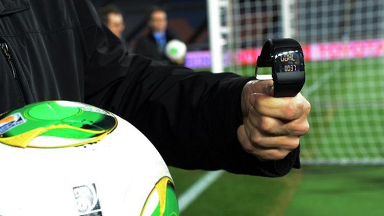 Lorsque la balle franchira la ligne, un message apparaîtra sur la montre de l'arbitre (YOSHIKAZU TSUNO / AFP)