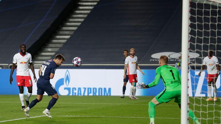 Juan Bernat enfonce le clou pour le PSG face au RB Leipzig (MANU FERNANDEZ / POOL)