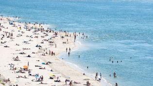 La plage duPetit Nice, àPyla-sur-Mer (Gironde), le 21 juin 2020. (VALENTINO BELLONI / HANS LUCAS / AFP)