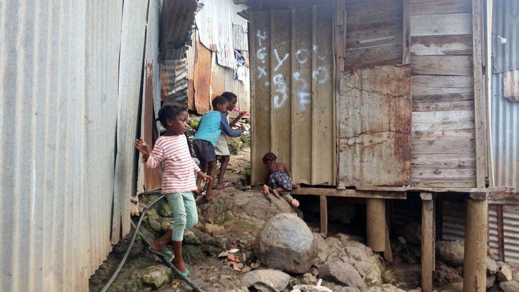 Kaweni, à Mayotte, dans le plus grand bidonville de France. (RADIO FRANCE)