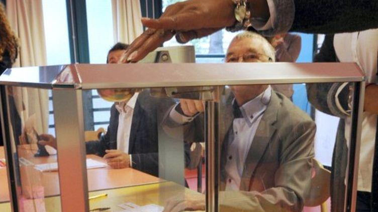Bureau de vote lors d'un scrutin local sur le territoire français. (DENIS CHARLET / AFP)