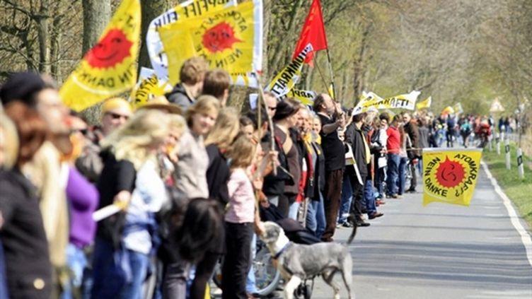 La chaîne des protestataires allemands contre l'énergie nucléaire, le 24 avril 2010 (AFP)