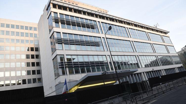 Le bâtiment de la DGSI à Levallois-Perret (Hauts-de-Seine). (LIONEL BONAVENTURE / AFP)