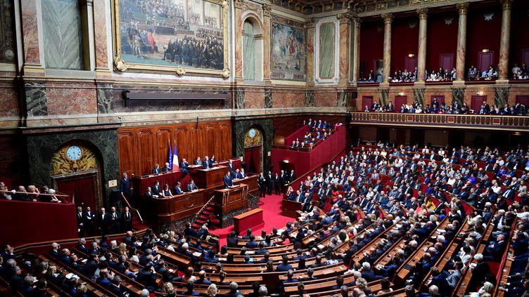Emmanuel Macron prononce un discours devant le Congrès réuni à Versailles, le 3 juillet 2017. (MARTIN BUREAU / AFP)