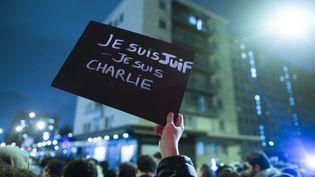 Des milliers de personnes sont rassemblées à Paris, près de la Porte de Vincennes, le 10 janvier 2015. (  MAXPPP)