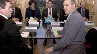 Laurent Berger, le secrétaire général de la CFDT, lors d'une rencontre avec le Premier ministre Manuel valls, le 11 janvier 2016. (KENZO TRIBOUILLARD / AFP)