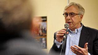 Le candidat socialiste aux régionales en Alsace-Champagne-Ardenne-Lorraine,Jean-Pierre Masseret, lors d'une réunion publique à Sarreguemines (Moselle), le 9 décembre 2015. Le PS lui a retiré l'investiture après son refus de retirer sa liste face au FN. (JEAN-CHRISTOPHE VERHAEGEN / AFP)