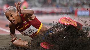 La Vénézuelienne Yulimar Rojas a remporté la médaille d'or en plus de décrocher le record du monde du triple saut, dimanche 1er août. (ANDREJ ISAKOVIC / AFP)