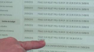 Une étude révèle, mardi 19 octobre, que près d'un Français sur deux est à découvert. Le montant moyen est de 232 euros. (CAPTURE ECRAN FRANCE 3)