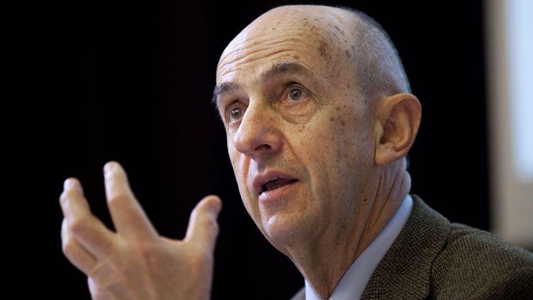 Louis Gallois, le 16 avril 2013, lors d'un discours à Paris. ( BARBARA ORTUTAY / AP / SIPA)
