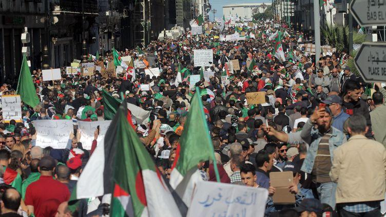 Une marée humaine, dansrues d'Algerlors du quatrièmevendredi de manifestation, pour protester contre le gouvernement Bouteflika. (ADEL SEHREI/WOSTOK PRESS/MAXPPP)