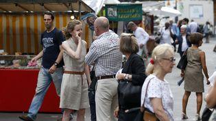 Nathalie Kosciusko-Morizet, le 15 juin 2017 à Paris, lors de son altercation avec un homme. Le cliché a été pris quelques secondes avant que l'ancienne ministre chute à terre. (GEOFFROY VAN DER HASSELT / AFP)