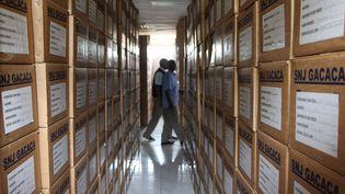 Des archives sur le génocide rwandais à Kigali, au Rwanda, le 26 février 2014. (STEPHANIE AGLIETTI / AFP)