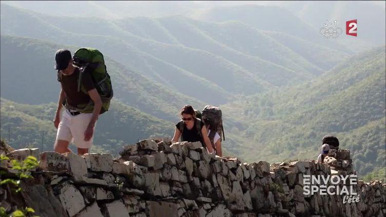 Camper sur la Grande Muraille de Chine (FRANCE 2 / FRANCETV INFO)