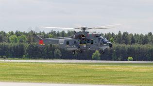 Les hélicoptères d'Airbus de type Caracal, ici en démonstration en mai 2015 en Pologne,ne semblent plus intéresser Varsovie (PAWEL JASKOLKA / MAXPPP)