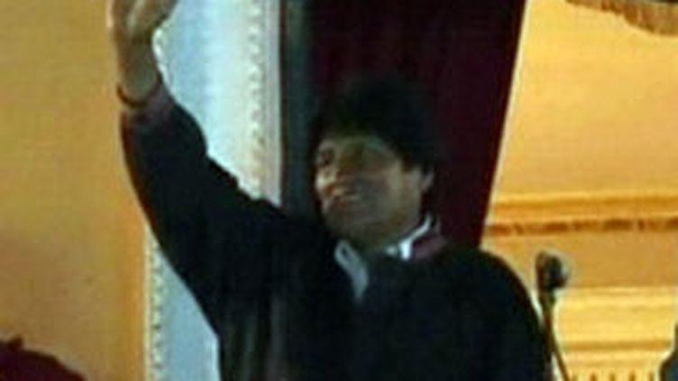 Evo Morales, réélu pour un deuxième mandant à la présidence bolivienne, fête sa victoire (6 décembre 2009) (F2)