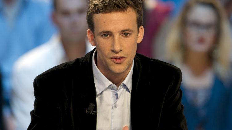 """Laurent de Villiers dans """"Le Grand Journal"""" de Canal+, le 2 novembre 2011, pour la promotion de son livre """"Tais-toi et pardonne"""". (FRED DUFOUR / AFP)"""