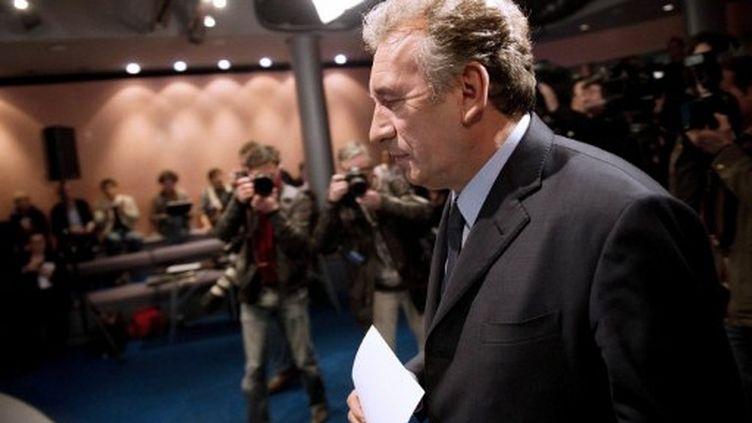 François Bayrou dans son QG dimanche soir (BERTRAND LANGLOIS / AFP)