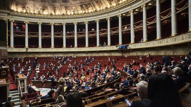 L'hémicycle de l'Assemblée nationale, le13 avril 2021 à Paris, lors d'une séance de questions au gouvernement. (ANTONIN BURAT / HANS LUCAS)
