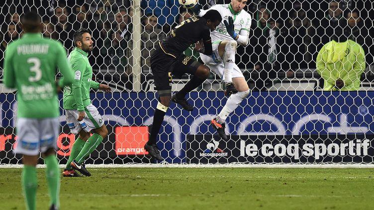 Blessé, Stéphane Ruffier manquera les deux prochains matchs de son équipe (ROMAIN LAFABREGUE / AFP)