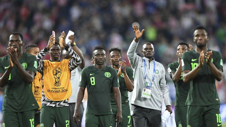 Les joueurs nigérians après leur défaite contre la Croatie, le 16 juin 2018, àKaliningrad(Russie). (OZAN KOSE / AFP)