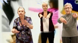 À Lambersart (Nord), les résidents d'une maison de retraite font le buzz. La raison : ils ont réalisé plusieurs clips de musique diffusés sur le web. (FRANCE 3)