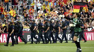 Les forces de police présentes à Bollaert, samedi 18 septembre. (JEAN CATUFFE / JEAN CATUFFE)