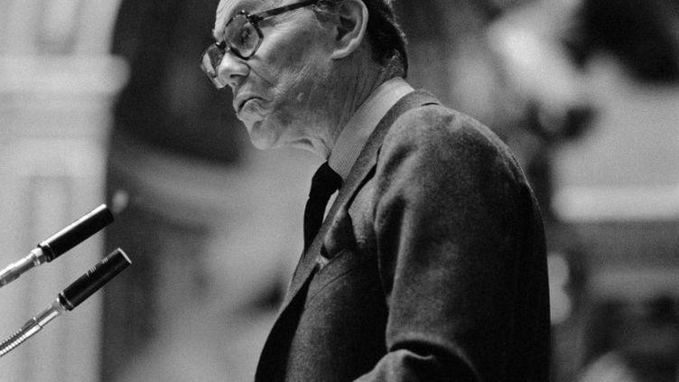 Albin Chalandon, alors ministre de la Justice, le 19 décembre 1986 à Paris. (JOEL ROBINE / AFP)