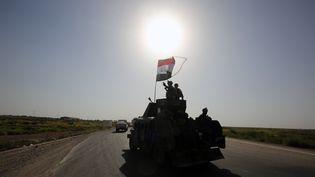 Un véhicule des forces irakiennes engagé dans l'opération pour reprendre Falloujah, le 28 mai 2016. (AHMAD AL-RUBAYE / AFP)