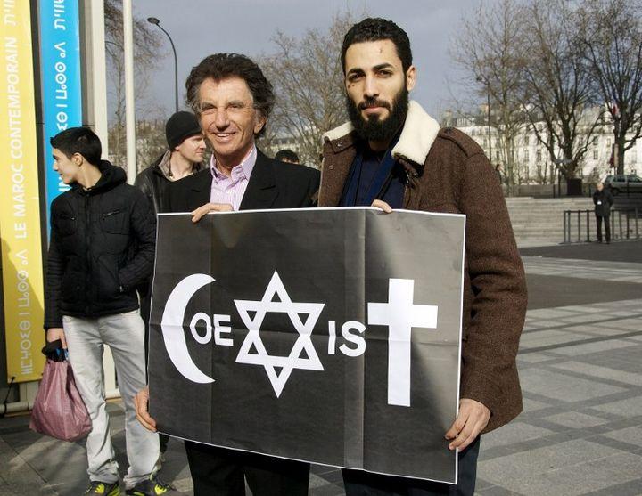 Combo et Jack Lang devant l'Institut du Monde Arabe dimanche 8 février 2015.  (Denis Prezat / Citizenside / AFP)