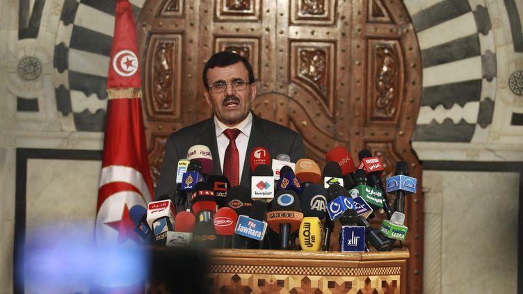 Le Premier ministre tunisien, AliLarayedh, s'exprime lors d'une conférence de presse, le 23 octobre 2013 à Tunis. (ZOUBEIR SOUISSI / REUTERS)