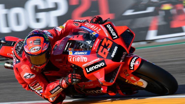 L'Italien Francesco Bagnaia a décroché la pôle du Grand Prix d'Aragon. (LLUIS GENE / AFP)